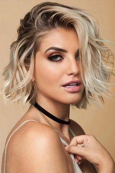 10 Medium Bob Haircut Ideas Casual Short Hairstyles for Women 2020 Edgy Haircuts, Bob Hairstyles For Thick, Round Face Haircuts, Haircut For Thick Hair, Hairstyles For Round Faces, Easy Hairstyles, Stylish Hairstyles, Everyday Hairstyles, Choppy Hairstyles