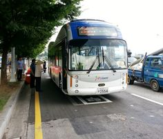 DailyTech - South Korea's OLEV Electric City Bus Recharges via Cables Buried in Road
