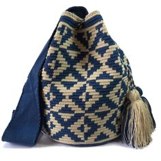 $83.00-$91.00 USD. Each #Wayuubag is one of a kind and has taken from 15-20 days to make, each make has been crafted with love in the desert of La Guajira, Colombia. www.lombiaandco.com Tapestry Crochet Patterns, Crochet Handbags, Crochet Accessories, Hobbies And Crafts, Knitted Hats, Winter Hats, Knitting, How To Make, Fashion