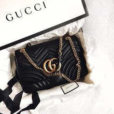 Find tips and tricks, amazing ideas for Gucci purses. Discover and try out new things about Gucci purses site Gucci Fashion Show, Fashion Bags, Emo Fashion, Fashion Women, Style Fashion, Fashion Outfits, Burberry Handbags, Chanel Handbags, Gucci Bags