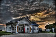 Gas station along old Route 66 in Illinois.