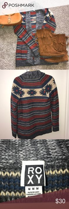 Roxy tribal sweater Barely worn printed Roxy sweater with pockets. Sweaters Cardigans