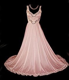 """RARE VINTAGE OLGA """"DESIGNER COLLECTION"""" SPANDEX LACE NIGHTGOWN WITH FA – Vintage Clothing & Fashions 