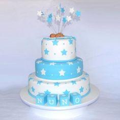Bebé e Estrelas | Recortado | bolo batizado menino | Grãos de Açúcar - Bolos decorados - Cake Design
