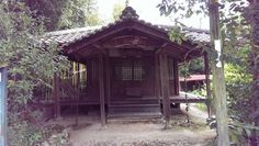 This small semi-abandoned shrine known as Taimatsu-ya is just a short walk from Chihayaguchi Station in the far south of Osaka Prefecture.  It sits on a very quiet stretch of the Koya Kaido a pilgrimage trail running from Kyoto far in the north to sacred Mt. Koya in Wakayama Prefecture.  The route was originally made popular during the Heian Period between the 8th and 12th centuries when it was traversed mostly by Emperors and nobles. Eventually it became fashionable among the samurai and…