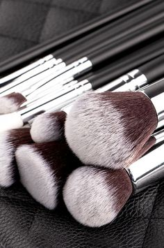 luxie brushes with black wooden handle makeup brush set brush Makeup Brush Set, Hair Brush, Luxie Brushes, Runway Nails, Essential Makeup Brushes, Eyeliner, Eyeshadow, Chic Nails, Makeup Essentials
