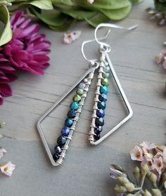 "Pearl triangle earrings in satin silver >> Green to blue ombre >> Boho style, . > Grün bis Blau Ombre >> Boho-Stil, ge…""> Pearl triangle earrings in satin silver >> Green to B Wire Wrapped Earrings, Beaded Earrings, Earrings Handmade, Pearl Earrings, Silver Earrings, Silver Ring, Hoop Earrings, Metal Jewelry Handmade, Silver Bracelets"
