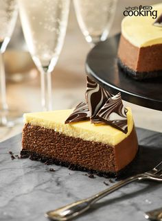 Chocolate and vanilla come together as a perfect pairing in this gorgeous layered cheesecake - the perfect dessert for impressing a crowd. Tuxedo Cheesecake Recipe, Chocolate Cheesecake Recipes, Cheesecake Cake, Chocolate Cream Cheese, Melting Chocolate, Philly Food, Cupcake Cakes, Cupcakes, Frosting Recipes