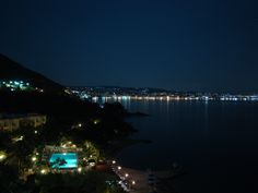 Night view of Loutraki & Hotel Pappas' outdoor facilities..