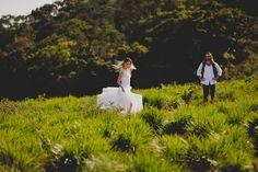 ENSAIO PRÉ-WEDDING: GRAZIELA SCHMITT E PAULO LEAL Bride Style foto Thrall Photography www.bridestyle.com.br #noiva #prewedding #vestidiodenoiva #campo #montanha #casamentonocampo #weddingdress