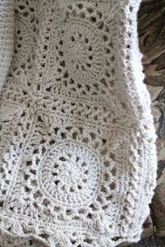 I have been wanting to do a neutral or ivory motif afghan for sometime. Kashmere Kisses Beautiful, fresh crochet See other ideas and pictures from the category menu…. Faneks healthy and active life ideas Motifs Afghans, Crochet Motifs, Crochet Blocks, Crochet Squares, Crochet Granny, Crochet Stitches, Crochet Patterns, Granny Squares, Crochet Home