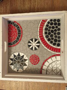 Klein dienblad 2015 Mosaic Tray, Mosaic Projects, Mosaic Designs, Tray Decor, Decoration, Crafts To Make, Flora, My Arts, Creative