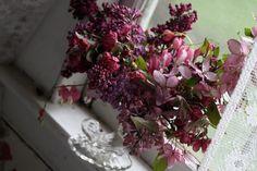 Wedding+Ideas:+purple-floral-centerpiece-amy-merrick