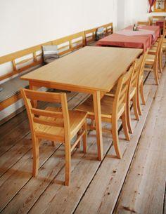 Wittmann Stühle für klassische österreichische Gasthäuser #sessel #massivholz #gasthaus #silmbroth Outdoor Furniture, Outdoor Decor, Dining Table, Home Decor, Carpentry, Objects, Armchair, Decoration Home, Room Decor