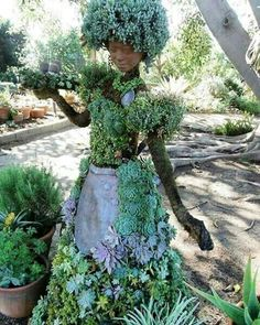 Una preciosidad y muy trabajada Potager Garden, Gnome Garden, Garden Art, Garden Design, Garden Ideas, Outdoor Art, Outdoor Gardens, Outdoor Decor, Garden Statues