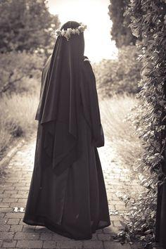 The Nun and the Muslimah Hijab Niqab, Muslim Hijab, Stylish Hijab, Hijab Chic, Arab Girls Hijab, Muslim Girls, Muslim Brides, Hijabi Girl, Girl Hijab