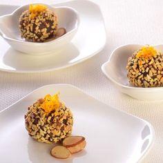 Dark Chocolate Amaretto & Toasted Almond Truffles (Easy; 36 servings) #darkchocolate #amaretto #truffle #dessert