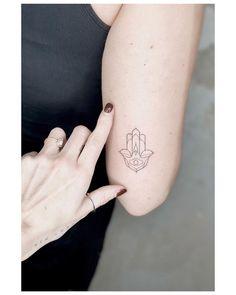 Hasma Tattoo, Tattoo München, Hamsa Hand Tattoo, Ouroboros Tattoo, Tattoo Now, Tattoo Script, Sanskrit Tattoo, Skull Tattoos, Mini Tattoos
