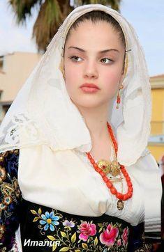 Beautiful Muslim Women, Beautiful Hijab, Beautiful Eyes, Beautiful People, Muslim Beauty, Cute Beauty, Woman Face, Beautiful Actresses, Pretty Face