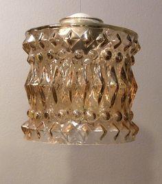 lampunvarjostin ruskehtavaa lasia . korkeus 13cm