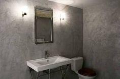 Salle de bain avec murs gris en béton ciré sur carrelage