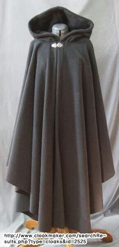 I like this cloak because of how it is simple in both colour and design with the only adornment being the silver clasp. IT'S A CLOAK Mode Outfits, Fall Outfits, Trendy Outfits, Outfits 2016, Fashion Outfits, Fashion Trends, Coat Dress, Dress Up, Witch Dress