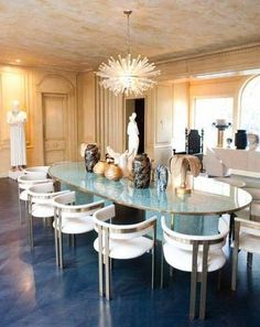 a navy blue floor gives this dining room an air of refinement.