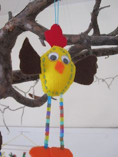 Min Naturliga Sida: Påskpyssla med barn Huopatipu. Puuhelmiä jalkoihin, niin tulee tosi kaunis. Easter Art, Easter Crafts For Kids, Diy For Kids, Chicken Crafts, Art Lessons For Kids, Craft Club, Textiles, Creative Kids, Crafts