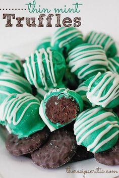 These delicious and easy truffles are made with real girl scout thin mints! I actually sell Thin Mints because I'm a Girl Scout, and they are a best seller! Fun for St. Patrick's day too! Christmas Desserts, Christmas Treats, Holiday Treats, Christmas Goodies, Holiday Cookies, Christmas Candy, Köstliche Desserts, Chocolate Desserts, Dessert Recipes