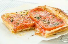 Tomato and Mozzarella Tart by Flynn (Brown Eyed Baker) :: www. Tart Recipes, Appetizer Recipes, Tomato Tart Recipe, Tomate Mozzarella, Vegetarian Recipes, Healthy Recipes, Savory Tart, Cooking 101, Thing 1