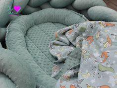 Planetka B612 čeká na své první obyvatele! Látky: prémiová bavlna Malý princ, minky šedozelená Výrobky: pletený mantinel, univerzální dečka, hnízdečko pro miminko