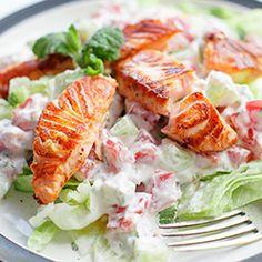 Sałatka z grillowanym łososiem | Kwestia Smaku