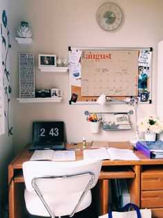 Lovely Dorm Room Organization Ideas - After Cute Room Ideas, Cute Room Decor, Cool Desk Ideas, Doorm Room Ideas, Study Room Decor, Bedroom Decor, Dorm Desk Decor, College Dorm Decorations, Bedroom Inspo