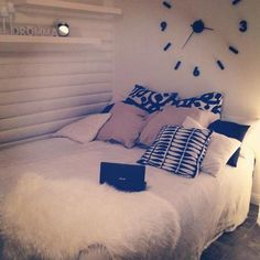 ideas for bedroom inspiratie teens Bedroom Art Above Bed, Cozy Bedroom, Trendy Bedroom, Bedroom Decor, Modern Bedrooms, Luxury Duvet Covers, Luxury Bedding Sets, Girl Bedroom Designs, Girls Bedroom
