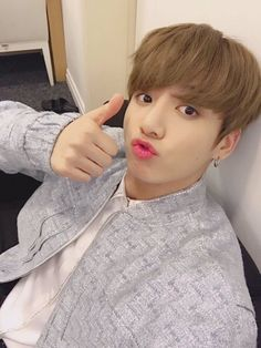 Find images and videos about kpop, bts and jungkook on We Heart It - the app to get lost in what you love. Jungkook Selca, Namjoon, Hoseok, Jungkook Cute, Kim Taehyung, Bts Bangtan Boy, Bts Boys, Jungkook 2017, Yoongi Bts