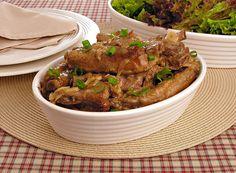 Uma carne cheia de sabor torna qualquer refeição muito mais saborosa! Aprenda a fazer uma costelinha ao alho e sirva para sua família hoje mesmo!
