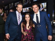 Mae Whitman, Ari Sandel, & Robbie Amell at The Duff premiere Mae Whitman, The Duff, Robin, Theater, Tv Shows, Celebs, Actors, My Love, Movies