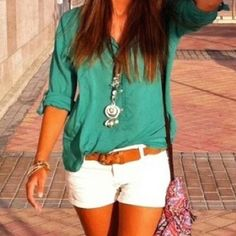 love this casual look, especially with a patterned short. Like floral:)