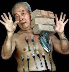 """Liew Thow Lin of Malaysia is known as the """"Magnet Man"""", or """"Mr. Magnet"""" because he has the ability to stick metal objects to his body. Funny Animal Pictures, Funny Photos, Funny Animals, Crazy Pictures, American Funny Videos, Funny Dog Videos, Humor Videos, Tornados, Funny Cartoons"""