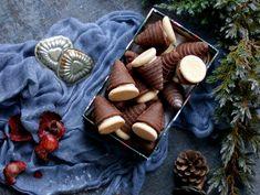Vosí hnízda - včelí úly Christmas Baking, Dairy, Cheese, Food, Essen, Meals, Christmas Cookies, Yemek, Eten