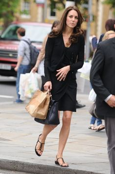 Kate Middleton. Shopping in June 2011 4