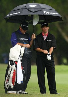 Rod Pampling of Australia takes shelter from the rain on the twelfth hole during the second round of the 2008 Australian Open at The Royal Sydney Golf Club on December 12, 2008 in Sydney, Australia.  (Photo by Mark Nolan/Getty Images) *** Local Caption *** Rod Pampling