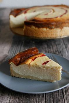 This German Cheesecake recipe is super easy and done in about 1 hour. This German Cheesecake recipe is super easy and done in about 1 hour. Quark Recipes, Cheesecake Recipes, Gourmet Recipes, Baking Recipes, Cheesecake Bars, Brownie Recipes, No Bake Desserts, Just Desserts, Dessert Recipes
