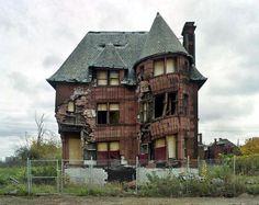 House in ruins in Detroit.
