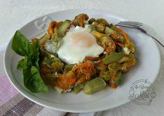 Zucchine fiori di zucca e uova - ricetta della cucina povera