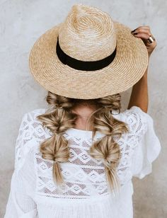 Beachy textured ponytails