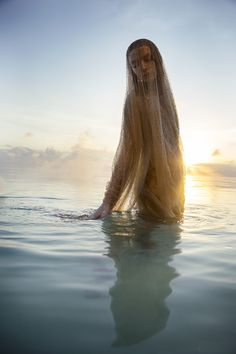 e カ flottement floating Giorgio Armani Swarovski embroidered cape Water Photography, Beauty Photography, Portrait Photography, Water Shoot, Water Nymphs, Photo Images, Beach Shoot, Foto Art, Foto Pose