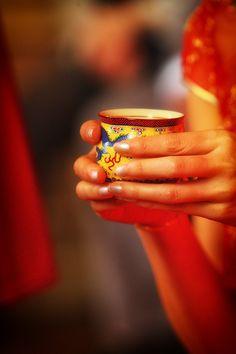 Het drinken van thee is een belangrijk onderdeel tijdens een traditionele Chinese theeceremonie.