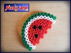 Pixel Art en perle Hama Pastèque de Pac Man Pixel Art réalisé en Perle Hama Taille : 3,5cm X 6cm  *Pensez à la customisation de votre Pixel art !! : Porte clé, aimant, cadre, pot etc...*