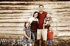 Red, brown and beige colors- family photo idea